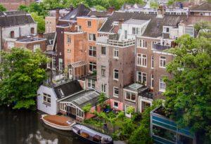 Nederlandse woningen aan het water