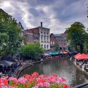 Grachten van Utrecht met terrassen langs het water